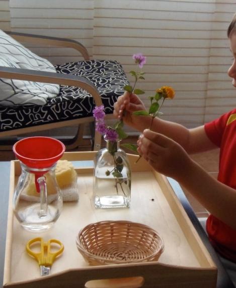 Montessori en Casa: Arreglos florales - Flower Arranging