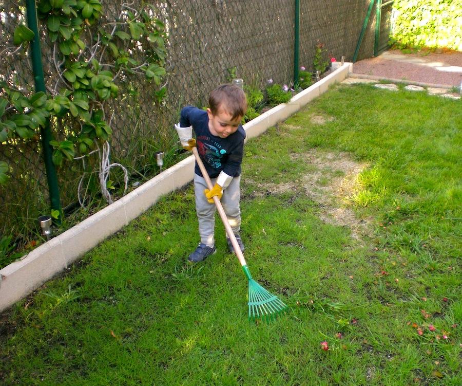 Tareas de jardiner a gardening works montessori en casa for Herramientas jardineria ninos
