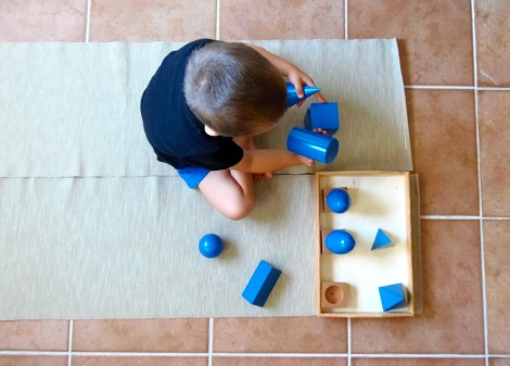 Montessori en Casa: sólidos geométricos - geometric solids