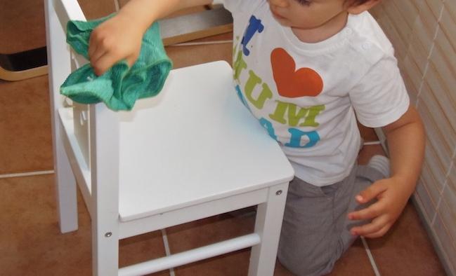 Limpiar una silla cleaning a chair montessori en casa - Como limpiar tapiceria sillas ...