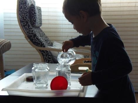 Montessori en Casa: No interrumpir - Not interrupting