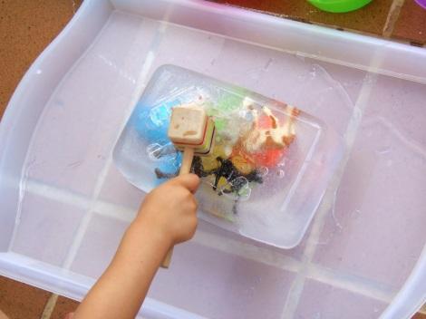 Montessori en Casa: Excavación en hielo - Ice excavation