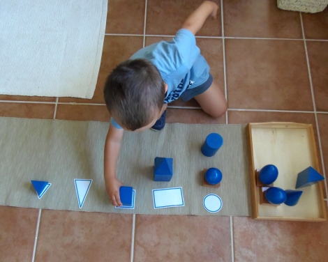 Montessori en Casa: Imprimible bases sólidos geométricos - Printable geometric solid bases